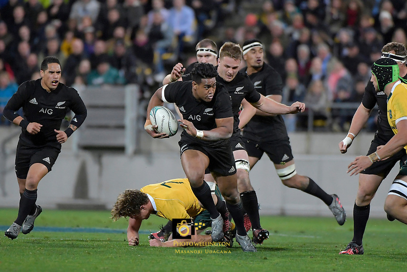 All Blacks' Julian Savea in action during the All Blacks v Wallabies. The Rugby Championship & Bledisloe Cup at Westpac Stadium, Wellington, New Zealand on Saturday 27 August 2016.<br /> Photo by Masanori Udagawa. <br /> www.photowellington.photoshelter.com.