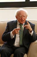ATENÇÃO EDITOR: FOTO EMBARGADA PARA VEÍCULOS INTERNACIONAIS. SAO PAULO, SP, 08 DE OUTUBRO DE 2012. VISITA DO PRESIDENTE DA IRLANDA AO GOVERNADOR DE SAO PAULO. O presidente da Irlanda, Michael Higgins, durante visita ao governador de São Paulo, Geraldo Alckmin, na tarde desta segunda feira no Palacio do Bandeirantes, na zona sul da capital paulista No encontro foram discutidos temas como ciencias e tecnologia, comercio e investimentos.  Tambem participaram do encontro as primeiras damas Lu Alckmin e Sabina Higgins. FOTO ADRIANA SPACA/ BRAZIL PHOTO PRESS