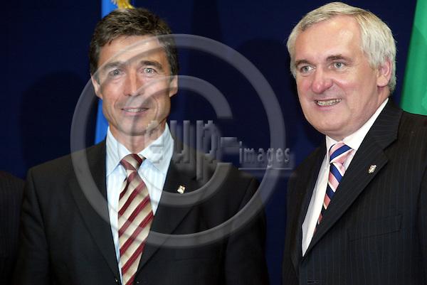 Belgium -- Brussels -- 17 JUNE 2004 -- Council --- EU-Summit -- Arrivals -- Fogh RASMUSSEN, Prime Minister, Denmark; Bertie AHERN, Prime Minister, Ireland -- PHOTO:  / ANNA-MARIA ROMANELLI / EUP-IMAGES
