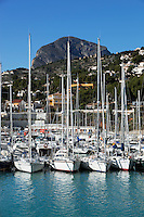 Spain, Costa Blanca, Javea: View over yacht marina and El Montgo mountain behind | Spanien, Costa Blanca, Javea oder auf valencianisch Xàbia: Yachthafen und Berg El Montgo