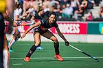 AMSTELVEEN -   Yasmin Geerlings (A'dam)   tijdens de hoofdklasse competitiewedstrijd hockey dames,  Amsterdam-Oranje Rood (5-2). COPYRIGHT KOEN SUYK