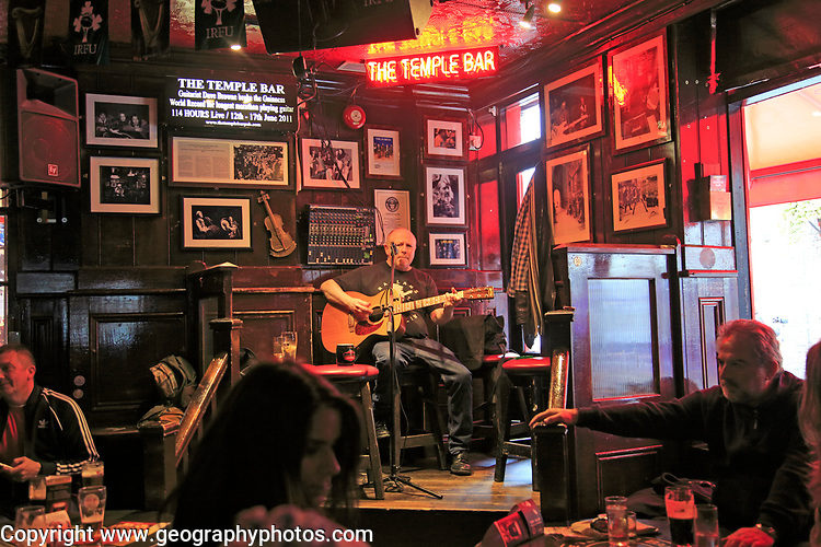 Live music performance  inside the Temple Bar pub, Dublin city centre, Ireland, Republic of Ireland