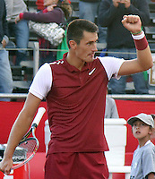 BOGOTA- COLOMBIA 25-07-2015: Bernard Tomic de Australia, celebra el punto sobre Michael Berrer de Alemania, durante partido del Claro Open Colombia de Tenis en las canchas del Centro de Alto rendimiento en Altura en la ciudad de Bogota.   / Bernard Tomic de Australia, celebrates the the point against Michael Berrer of  Germany during a match to the Claro Open Colombia of Tennis in the courts of the High Performance Center in Altura in Bogota City. Photo: Photo: VizzorImage  / Cont.