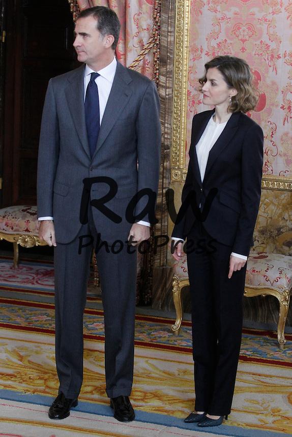 Los Reyes, Don Felipe y Do&ntilde;a Letizia, han asistido a una reuni&oacute;n con el patronato de la Fundaci&oacute;n Princesa de Girona en Madrid.<br /> <br /> King Felipe VI and Queen Letizia have attended a meeting with Princess of Girona Fund Board members in Madrid on December 14th, 2015.