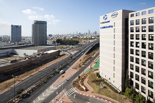 Petah-Tikva Azorim High Tech Park, Tel Aviv, Israel, jan 2014. <br /> L'Azorim Hight tech Park est un parc technologique construit plusieurs mutlinationales comme Intel, IBM, et de nombreuses startup en plein developpement comme tabtable, une compagnie qui produit des applications pour les enfants.