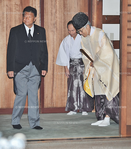 August 15, 2013, Tokyo, Japan : Minister for Internal Affairs and Communications Yoshitaka Shindo visits Yasukuni Shrine to pay his respects for the war dead on August 15, 2013 in Tokyo, Japan. (Photo by AFLO)