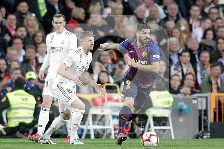 Real Madrid CF's Gareth Bale, Toni Kroos (C) and FC Barcelona's Luis Suarez during La Liga match. March 02,2019. (ALTERPHOTOS/Alconada)