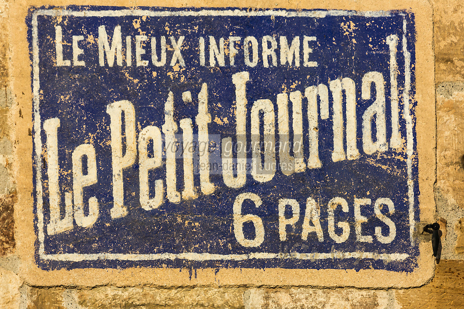 France, Corrèze (19), vallée de la Dordogne, Marcillac-la-Croze: Affichage: le Petit journal// France, Correze, Dordogne Valley, Marcillac la Croze: The Petit  Journal