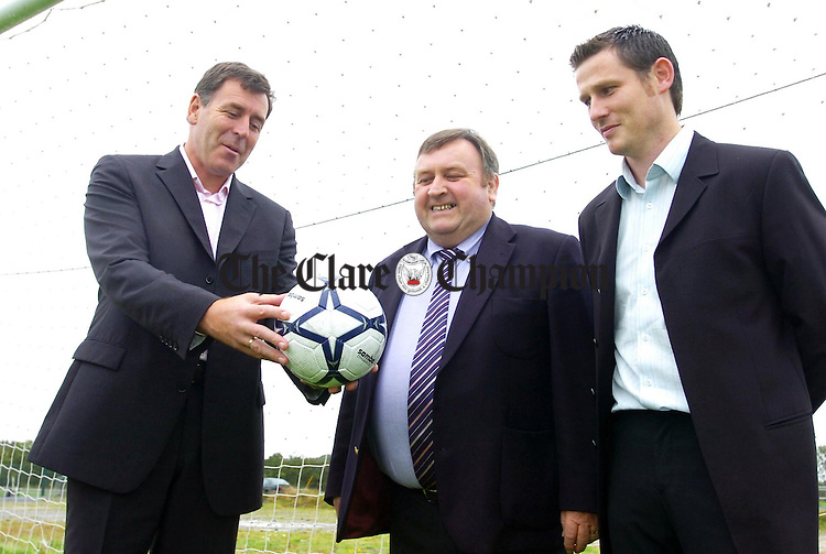 Pakie Bonner (left) with Cllr Frankie Neylon and Declan Farmer,Ennis Town Academy, at Lees Road during his visit to the complex on Wednesday.Pic Arthur Ellis.