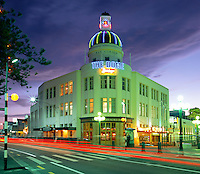 New Zealand, North Island, Napier: Art Deco Architecture at Night | Neuseeland, Nordinsel, Napier: Art Deco Architektur am Abend