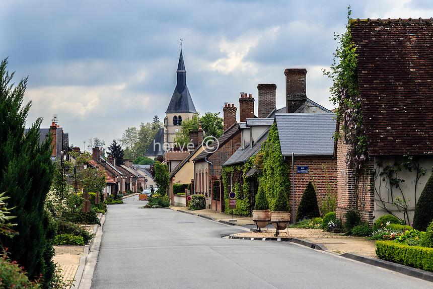France, Loir-et-Cher (41), Sologne, Pierrefitte-sur-Sauldre, rue du village // France, Loir et Cher, Sologne, Pierrefitte sur Sauldre