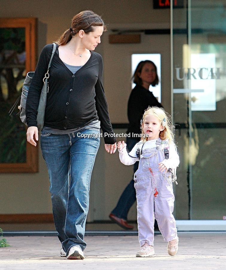 10-9-08.jennifer garner picking up her kid from school with  ben affleck in los angeles..AbilityFilms@yahoo.com.805-427-3519.www.abilityfilms.com.