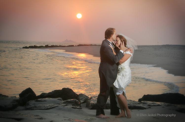 Linda and Richard's wedding in Cape May, New Jersey on June 18, 2006.  (ELLEN JASKOL/ROCKY MOUNTAIN NEWS).**