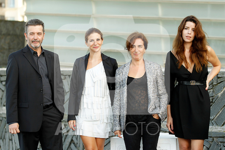 Portuguese director Joao Canijo (L) poses with actresses Anabela Moreira (R), Rita Blanco (2nd R) and Cleia Almeida (2nd L) during the 59th San Sebastian Donostia International Film Festival - Zinemaldia.September 21,2011.(ALTERPHOTOS/ALFAQUI/Acero)