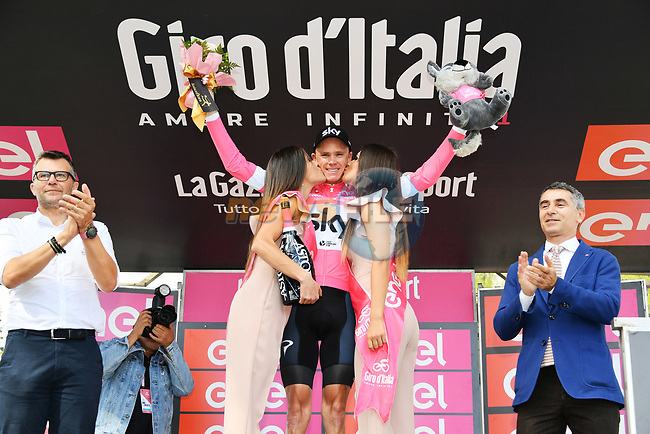 Chris Froome (GBR) Team Sky wins Stage 19 and goes into the race leaders Maglia Rosa of the 2018 Giro d'Italia, running 185km from Venaria Reale to Bardonecchia featuring the Cima Coppi of this Giro, the highest climb on the Colle delle Finestre with its gravel roads, before finishing on the final climb of the Jafferau, Italy. 25th May 2018.<br /> Picture: LaPresse/Gian Mattia D'Alberto   Cyclefile<br /> <br /> <br /> All photos usage must carry mandatory copyright credit (© Cyclefile   LaPresse/Gian Mattia D'Alberto)