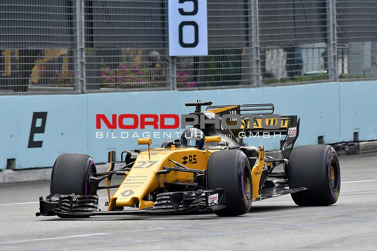15.09.2017, Marina Bay Street Circuit, Singapore, 2017 FORMULA 1 SINGAPORE AIRLINES SINGAPORE GRAND PRIX , 15. - 17.09.2017<br />   , im Bild<br /> Nico H&uuml;lkenberg (GER#27), Renault Sport F1 Team<br />  <br /> <br /> Foto &copy; nordphoto / Bratic