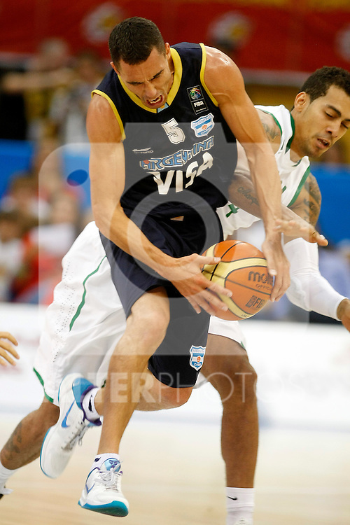 Argentina's Pablo Prigioni (l) and Brasil's Marcelo Machado during Friendly match.August, 15, 2010. (ALTERPHOTOS/Acero)