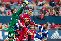 SADAR, PAMPLONA, SPAIN: La Liga de Fútbol, ​​CA Osasuna vs Tenerife; Xisco, player of the Osasuna, fights for a ball before the Tenerife goalkeeper Dani H. during the match of the 123 League, on April 1, 2018