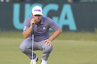 Tyrrell Hatton (ENG) on the 8th green during Friday's Round 2 of the 118th U.S. Open Championship 2018, held at Shinnecock Hills Club, Southampton, New Jersey, USA. 15th June 2018.<br /> Picture: Eoin Clarke | Golffile<br /> <br /> <br /> All photos usage must carry mandatory copyright credit (&copy; Golffile | Eoin Clarke)
