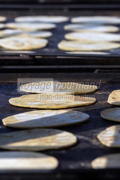 France, Aquitaine, Pyrénées-Atlantiques, Pays Basque, Saint-Palais:  Cuisson des Taloa,  galette à base de farine de maïs,   à la buvette du fronton municipal, lors des parties de pelote basque //  France, Pyrenees Atlantiques, Basque Country, Saint Palais: Taloa cooking, corn flour pancake at the bar of the municipal fronton at parts of pelota