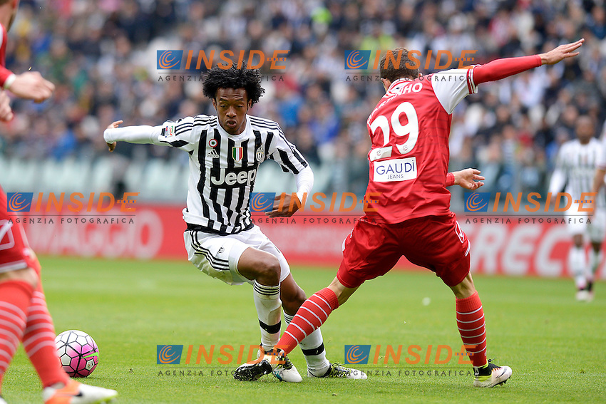 Juan Cuadrado Juventus, Raphael Martinho Carpi <br /> Torino 01-05-2016 Juventus Stadium Football Calcio Serie A 2015/2016 Juventus - Carpi. Foto Filippo Alfero / Insidefoto