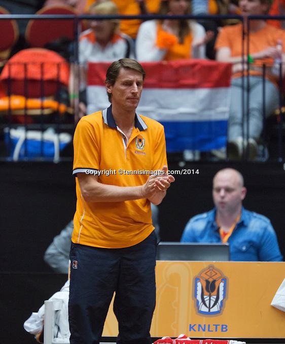 The Netherlands, Den Bosch, 16.04.2014. Fed Cup Netherlands-Japan, Dutch bench with captain Paul Haarhuis<br /> Photo:Tennisimages/Henk Koster