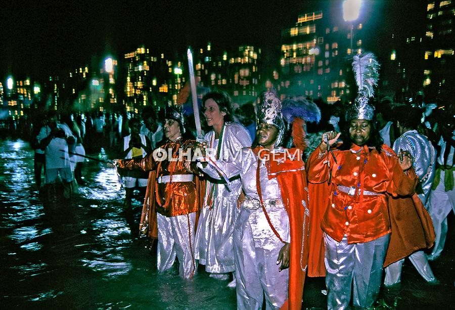 Festa do Ano Novo na Praia de Copacabana, Rio de Janeiro. 1999. Foto de Juca Martins.