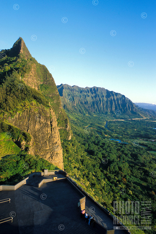 The Pali overlook offers visitors a spectacular panoramic view of the Koolau mountain range and scenic Kaneohe Bay on Oahu's windward coast. Pali overlook is one of Oahu's most popular tourist stops.