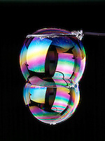 DOUBLE BUBBLE (Soap Film Interference)<br />
