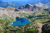 Lac d Allos: EUROPA,  FRANKREICH, ALPES MARITIMES 20.08.2013: Der  Lac d Allos  ist ein See bei 2220 H&ouml;henmetern im  Nationalpark Mercantour im Gebiet der Alpes-de-Haute-Provence .Der Lac d Allos ist der gr&ouml;&szlig;te nat&uuml;rliche Bergsee  Europas . Er umfasst 60 Hektar und hat eine Tiefe von bis zu 50 m. <br /> Der Gletschersee, hat es eine gro&szlig;e Population von Forellen und Saiblinge.