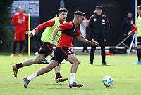 Aymen Barkok (Eintracht Frankfurt) gegen Marijan Cavar (Eintracht Frankfurt) - 01.05.2018: Eintracht Frankfurt Training, Commerzbank Arena