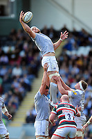 Dave Attwood of Bath Rugby wins the ball at a lineout. Aviva Premiership match, between Leicester Tigers and Bath Rugby on September 25, 2016 at Welford Road in Leicester, England. Photo by: Patrick Khachfe / Onside Images