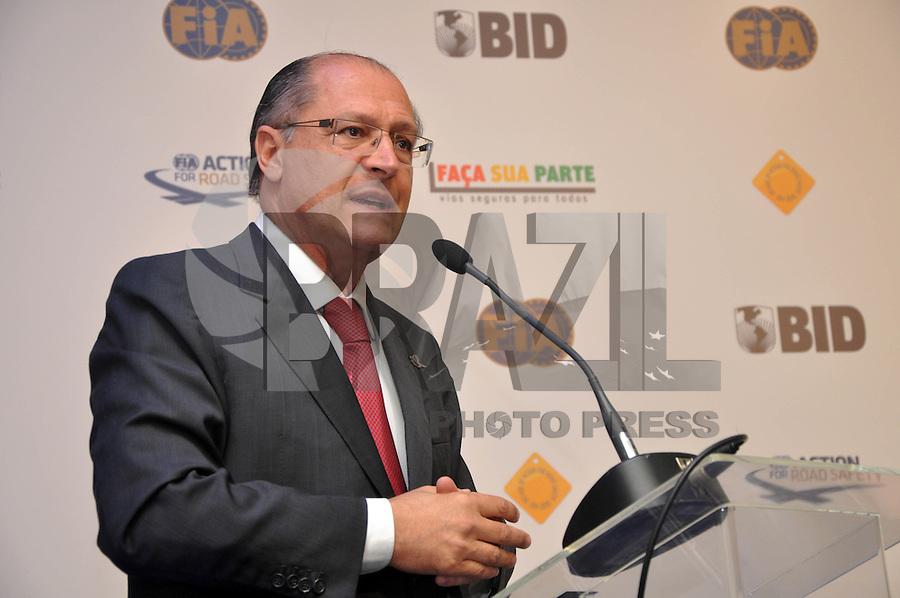 SAO PAULO, SP, 22 AGOSTO 2012 - BID-FIA - O governador de Sao Paulo Gerlado Alckmin durante Evento do BID-FIA: Construindo o Caminho Rumo à Segurança Rodoviária no Hotel Renaissance na regiao da Av. Paulista, na tarde desta quarta-feira, 22. (FOTO: THAÍS RIBEIRO / BRAZIL PHOTO PRESS).
