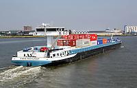 Containerschip op de Maas