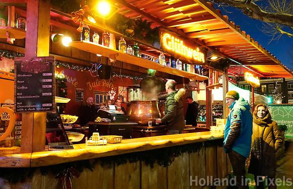 Nederland - Amsterdam - Januari 2019. Kerstmarkt Rembrandtplein. Gluhwein te koop.  Foto Berlinda van Dam / Hollandse Hoogte.