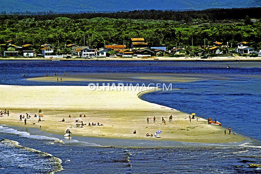 Praia da Guarda do Embaú. Santa Catarina. 1990. Foto de Juca Martins.