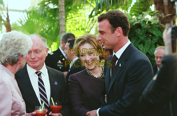 MERYL STREEP & LIEV SCHREIBER.in The Manchurian Candidate.Filmstill - Editorial Use Only.CAP/AWFF.supplied by Capital Pictures.