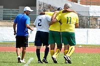 BRASÍLIA, DF, 25.05.2014 – JOGO DAS ESTRELAS FUTEBOL SOLIDÁRIO – SELEÇÃO BRASILEIRA MASTER vs SELEÇÃO SOBRADINHO MASTER – Viola da Seleção Brasileira se chocou com o adversário e ficou desacordado por um breve momento durante partida contra a Seleção Sobradinho em jogo beneficente, no Estádio Augustinho Lima na cidade satélite de Sobradinho, Brasília, neste domingo, 25. (Foto: Ricardo Botelho / Brazil Photo Press).