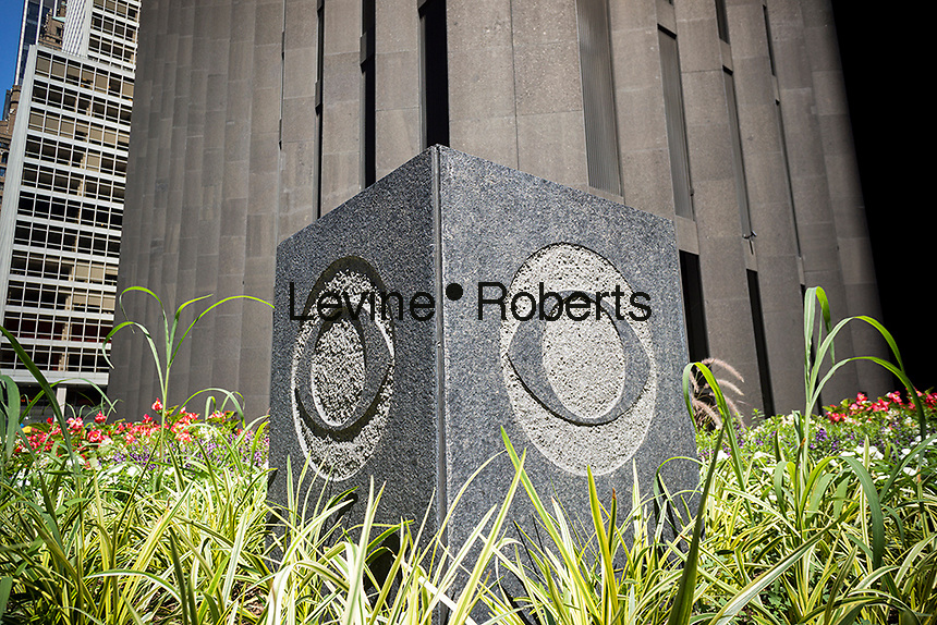 A decorative element with the CBS logo outside of Black Rock, the CBS headquarters in New York on Wednesday, July 20, 2016. (© Richard B. Levine)