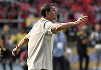 CALI - COLOMBIA, 07-12-2019: Alexandre Guimaraes técnico del América gesticula durante partido por la final vuelta, de la Liga Águila II 2019 entre América de Cali y Atlético Junior jugado en el estadio Pascual Guerrero de la ciudad de Cali. / Alexandre Guimaraes coach of America de Cali gestures during match for the second leg final match, as part of Aguila League II 2019 between America de Cali and Atletico Junior played at Pascual Guerrero stadium in Cali. Photo: VizzorImage / Alejandro Rosales / Cont