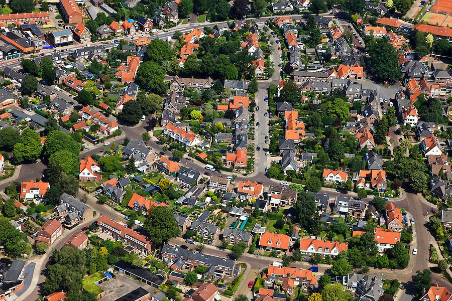 Nederland, Overijssel, Hengelo, 30-06-2011. Tuindorp Het Lansink.Garden village and residential area  Het Lansink in the East of the Netherlands..luchtfoto (toeslag), aerial photo (additional fee required).copyright foto/photo Siebe Swart
