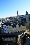 20080110 - France - Aquitaine - Pau<br /> VUES DEPUIS LE CHATEAU DE PAU SUR LA VILLE, LE GAVE ET LES PYRENEES.<br /> Ref : PAU_047.jpg - © Philippe Noisette.