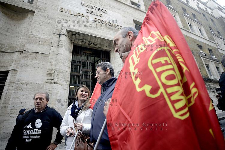 Roma 20 Novembre 2012.Lavoratori e lavoratrici Agile ex Eutelia in cassaintegrazione protestano davanti il Ministero dello Sviluppo Economico per chiedere una soluzione alla loro vertenza