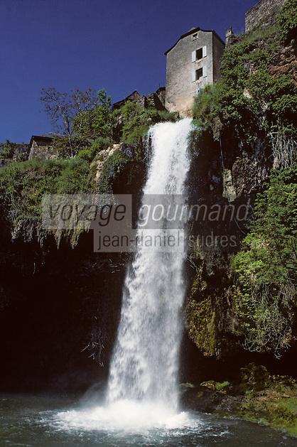 Europe/France/Auvergne/12/Aveyron/Salles-la-Source: La cascade
