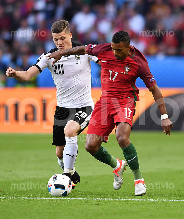 FUSSBALL EURO 2016 GRUPPE F IN PARIS Portugal - Oesterreich      18.06.2016 Marcel Sabitzer (li, Oesterreich) gegen Nani (re, Portugal)