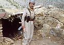 Iraq 1979 .In Nawzang, Azad Sagerma in front the kitchen of his home.Irak 1979.A nawzang, Azad Sagerma posant devant la cuisine de sa maison
