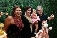"""ATENÇÃO EDITOR: FOTO EMBARGADA PARA VEÍCULOS INTERNACIONAIS. SAO PAULO, SP, 11 DE DEZEMBRO DE 2012. LANÇAMENTO DO BLOG MAMAE DE PRIMEIRA VIAGEM. A cantora Fafa de Belem, Mariana Belem, Laura e seu pai, o musico  Raul Macarenhas durante o  lançamento do seu novo blog """"Mamãe de primeira viagem"""" da cantora Mariana Belem, que terá dicas sobre gestação e maternidade. A página Mamãe de Primeira Viagem terá informações sobre o dia a dia da família, depoimentos de outras mães, e da própria Mariana, vídeos, entrevistas e looks especiais para as crianças. O lancamento aconteceu na tarde desta terça feira nos Jardins. FOTO ADRIANA SPACA - BRAZIL PHOTO PRESS."""
