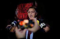 Curitiba (PR), 07/08/2019 - Lava Jato / Lula - <br />  O advogado do x-presidente Luiz Inácio Lula da Silva, Manoel Caetano, durante entrevista com a imprensa na frente da sede da Policia Federal em Curitiba (PR) na noite desta quarta-feira (07).(Foto: Paulo Lisboa/Brazil Photo Press)