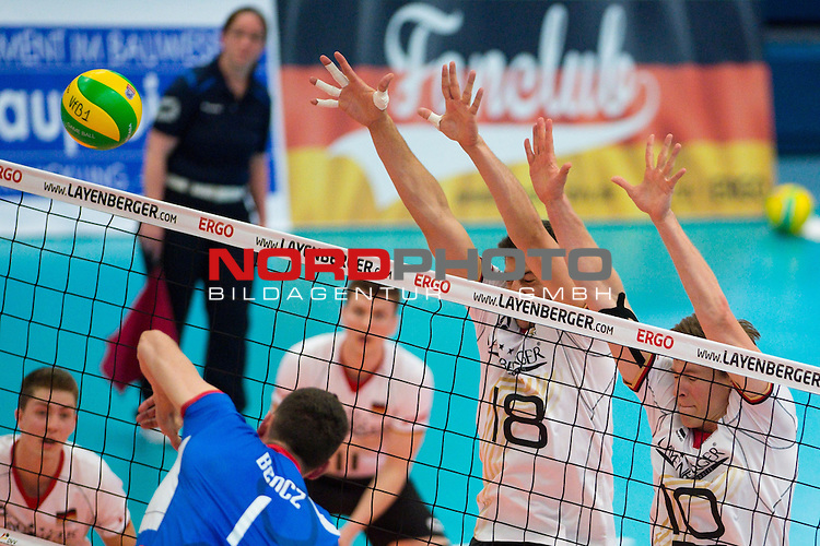 05.06.2015, Sporthalle Berg Halle, Muenster<br /> Volleyball, LŠnderspiel / Laenderspiel, Deutschland vs. Slowakei<br /> <br /> Angriff Milan Bencz (#1 SVK) - Block / Doppelblock Marcus Bšhme / Boehme (#8 GER), Jochen Schšps / Schoeps (#10 GER)<br /> <br />   Foto &copy; nordphoto / Kurth