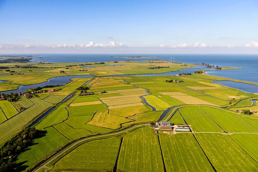 Nederland, Noord-Holland, Gemeente Amsterdam, 13-06-2017; dorpje Holysloot, gelegen in Landelijk Noord aan de Holysloter Die. Links en diagonaal naar boven het Goudriaan Kanaal uitmonden in Uitdammer Die. Marken in de achtergrond.<br /> The small village Holysloot, north of Amsterdam in rural area.<br /> luchtfoto (toeslag op standaard tarieven);<br /> aerial photo (additional fee required);<br /> copyright foto/photo Siebe Swart